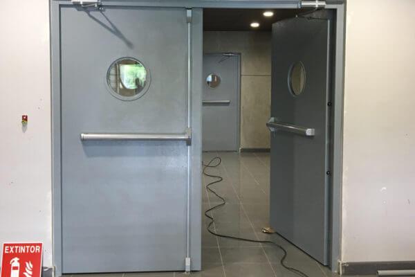 puerta de salida de emergencia